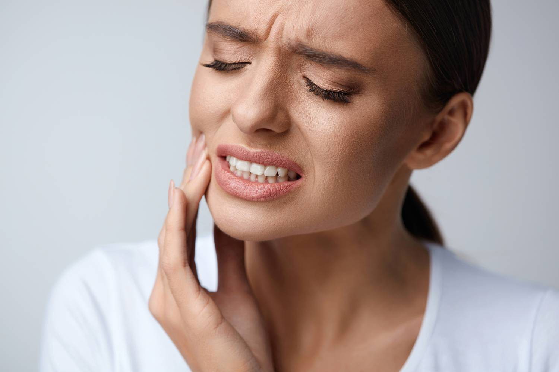 Zahnschmerzen zahnärztlicher Notdienst im medi+ MVZ- Foto puhhha-shutterstock.com